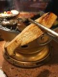 Paddestoelen; grill; geroosterd; barbecue; eetstokjes Stock Foto