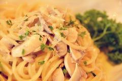 Paddestoelspaghetti met kruiden Royalty-vrije Stock Fotografie