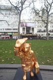 Paddington björnstaty i London Royaltyfri Bild