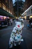 Paddington björnstaty i London vid Harrods Royaltyfri Fotografi