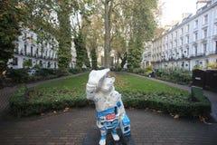 Paddington björnstaty, London Arkivbild