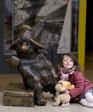 Paddington draagt standbeeld bij Paddington-post in Londen Royalty-vrije Stock Foto's