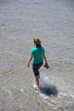 paddla kvinna Royaltyfri Foto