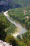Paddla på den Ardeche floden i söder-centralen Frankrike Royaltyfri Foto