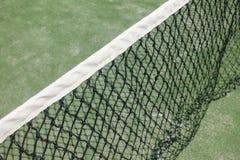 Paddle lub tenis sieć w sądzie zielona ziemia Zdjęcie Stock