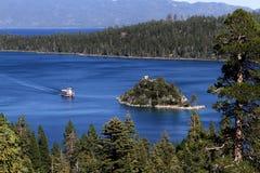 Paddle łodzi szmaragdu zatoka Jeziorny Tahoe Kalifornia Zdjęcie Stock