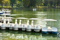 Paddle łodzie w Lumpini parku Zdjęcia Royalty Free