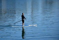 paddleboard的人在达讷论点港口,加利福尼亚 图库摄影