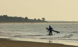 Paddleboarder på gryning Arkivbild