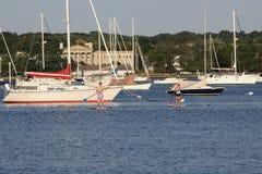 Paddleboarders masculino e fêmea fotos de stock royalty free