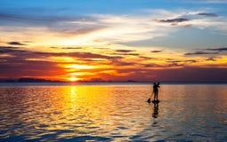 Paddleboarding在泰国 库存照片