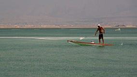 Paddleboarding in mare il mar Morto, Ein Bokek, Israele Immagini Stock Libere da Diritti