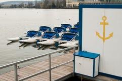 Paddleboat på sjön i Engien lesbains - Paris Frankrike Arkivfoto
