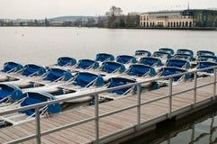 Paddleboat på sjön i Engien lesbains - Paris Frankrike Arkivbilder