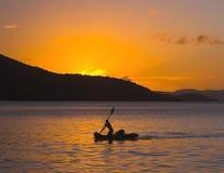 Paddler en puesta del sol Fotos de archivo