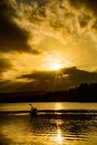 Paddlers d'or de coucher du soleil photo libre de droits