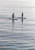 Paddlers przy midday w wyspie Mallorca obrazy stock