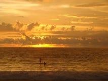 Padel in de zonsondergang Royalty-vrije Stock Foto's