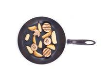 Padella con le patate ed i funghi Fotografia Stock