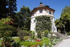 Padiglione al castello sull'isola/Germania di Mainau fotografia stock
