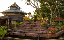 Padiglione asiatico di stile e la fontana Fotografie Stock