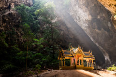 Padiglione in caverna di Phrayanakorn fotografia stock