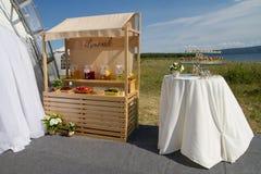 Padiglione della limonata su un giorno delle nozze fotografia stock
