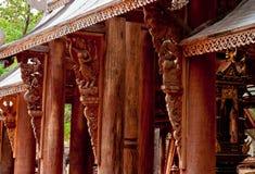 Padiglione di legno nel giardino. Fotografia Stock Libera da Diritti