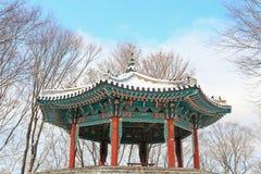 Padiglione di stile della Corea nella neve fotografia stock
