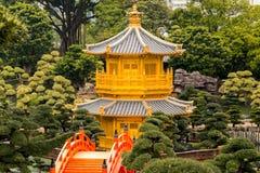 Padiglione dorato nel parco della città di Hong Kong Fotografia Stock Libera da Diritti
