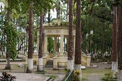 Padiglione giallo nel Vargas di Parque, parco della città in Puerto Limon, Costa Rica fotografie stock libere da diritti