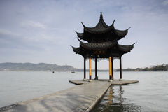 Padiglione in lago ad ovest di Hangzhou, Cina Fotografie Stock