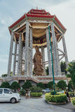 Padiglione ottagonale sopra la statua bronzea alta di Guanyin del tester di piede e 30 a Kek Lok Si Temple a George Town Panang,  fotografie stock