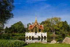Padiglione reale tailandese in Lotus Pond fotografie stock libere da diritti
