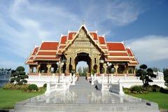 Padiglione tailandese in giorno pieno di sole. Immagini Stock