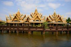 Padiglione tre sul lago, Tailandia Immagini Stock Libere da Diritti