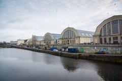 Padiglioni del mercato della città centrale a tempo di giorno Fotografie Stock