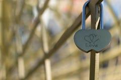 Padlock влюбленности соединенных сердец Стоковое Фото