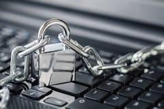 padlock клавиатуры компьютера Безопасность сети, безопасность данных и ПК предохранения от антивируса Стоковое Изображение RF
