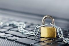 padlock клавиатуры компьютера Безопасность сети, безопасность данных и ПК предохранения от антивируса Стоковые Фото