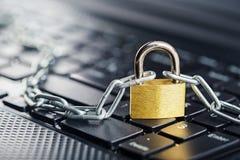 padlock клавиатуры компьютера Безопасность сети, безопасность данных и ПК предохранения от антивируса Стоковое Изображение