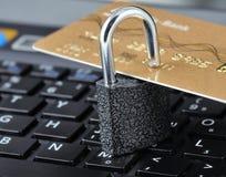 padlock компьтер-книжки кредита карточки Стоковое Изображение RF