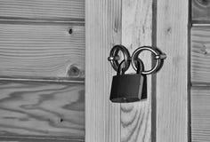 Padlock на двери Стоковые Фото