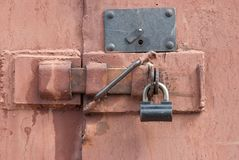 Padlock on a door Royalty Free Stock Photos