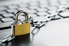 padlock för datortangentbord Knyta kontakt säkerhet, datasäkerhet och antivirusskyddsPC:N Royaltyfria Bilder