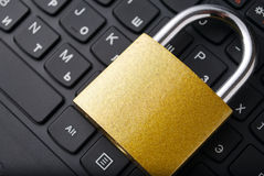 Padlock lying on the computer-keyboard Royalty Free Stock Photo