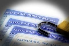 Padlock na górze карточки социального обеспечения документа идентификации Соединенных Штатов Стоковые Изображения RF