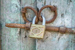 Padlock on the old wooden door Royalty Free Stock Images