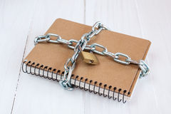 Padlock protects the notepad Royalty Free Stock Photos