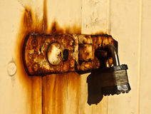 Padlock on rusty door Royalty Free Stock Photography
